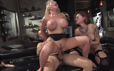 Mind squally women in scenes of insane threesome