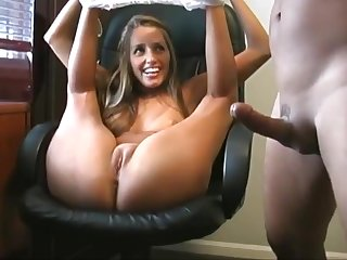 Shacking up covetous pussy on the chair