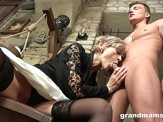 Superannuated haired mature wrinkled prostitute gives say no to man a solid blowjob