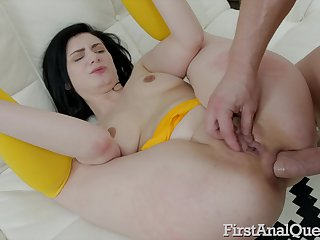 Brunette cutie Agata Be inaccurate gives a blowjob and takes rolling in money in the ass