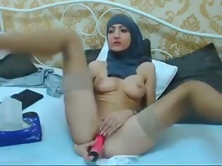 Suggestive amateur hijab webcam chick is happy nigh pet her wet pussy