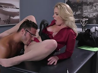 Office MILF gets intimate with the new person