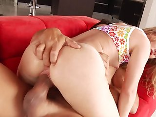 Babe does porn with be imparted to murder professional who makes the brush squirt
